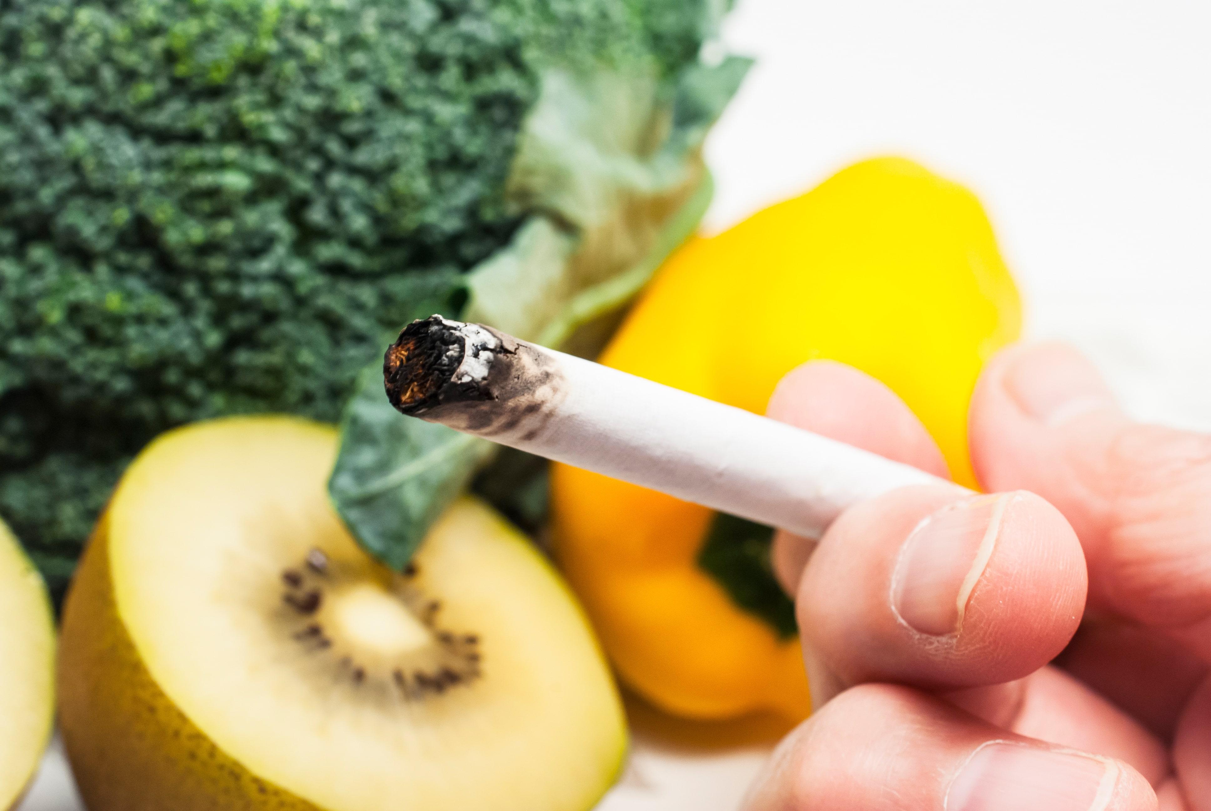 ビタミンの取れる食べ物とたばこ