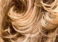 パーマのせいで毛先がチリチリに?髪の毛が傷む理由とケア方法
