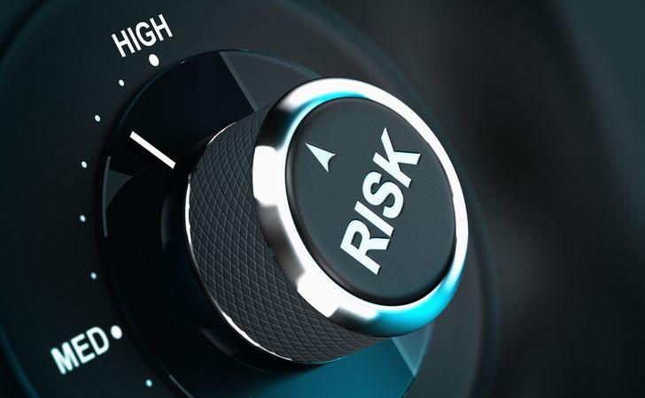 リスクと書かれているダイヤル