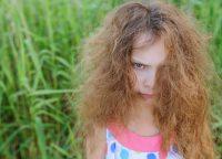 捻転毛とは?髪の毛のねじれの原因と改善方法は?